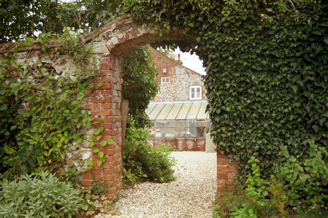 England_Norfolk_Coxford Abbey farm_Seppings_20010912_04 s